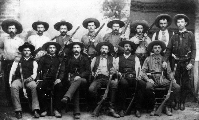 '클링너가 사용한 집단(posse)'이라는 용어는 일반적으로 서부의 무장집단의 이미지를 떠올리게 한다.